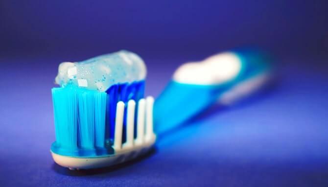 зубная щетка полезный подарок