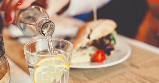 Вода облегчает переваривание пищи